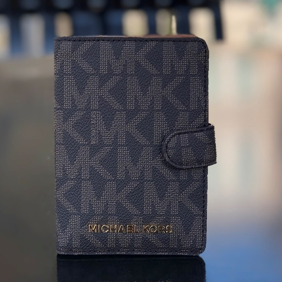 c11bf650153d Michael Kors Accessories | Jet Set Passport Case Brown Acorn | Poshmark